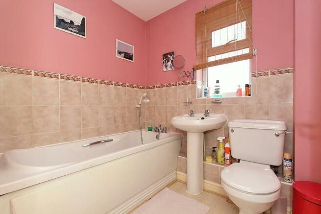 Ecl-Bathroom.jpg