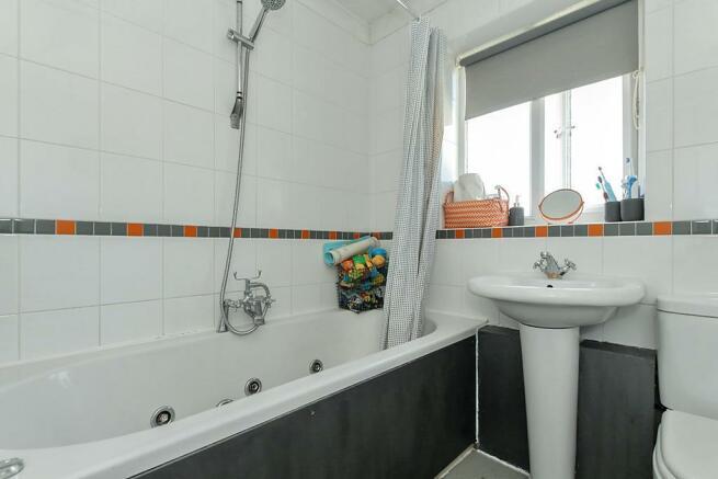 Wil-Bathroom.jpg
