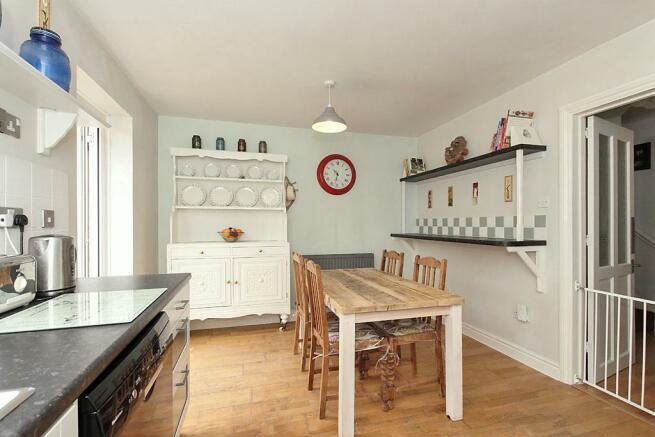 Adi-Kitchen_2.jpg
