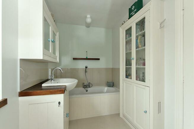 Adi-Bathroom_2.jpg