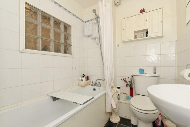 Lon-Bathroom.jpg