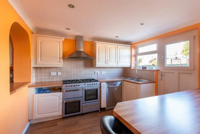 47 Woodpecker Road kitchen diner2.jpg