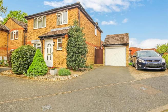 3 bedroom link detached house for sale in Camelot Close, Southwater