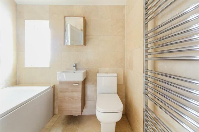 Bathroom_dp_7212503.jpg
