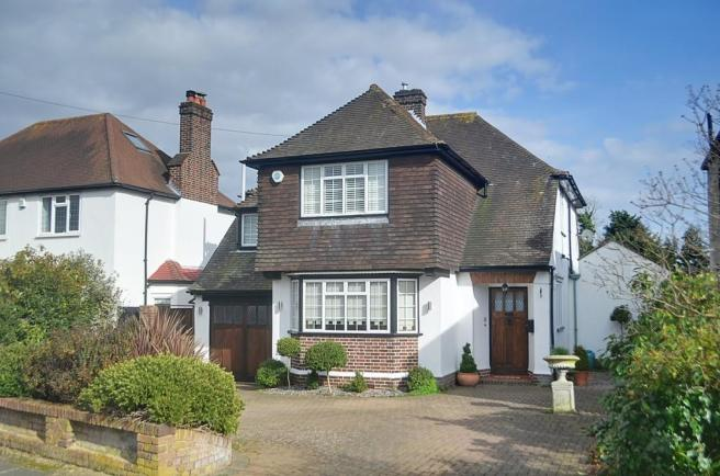 4 Bedroom Detached House For Sale In Sutherland Avenue Petts Wood Br5