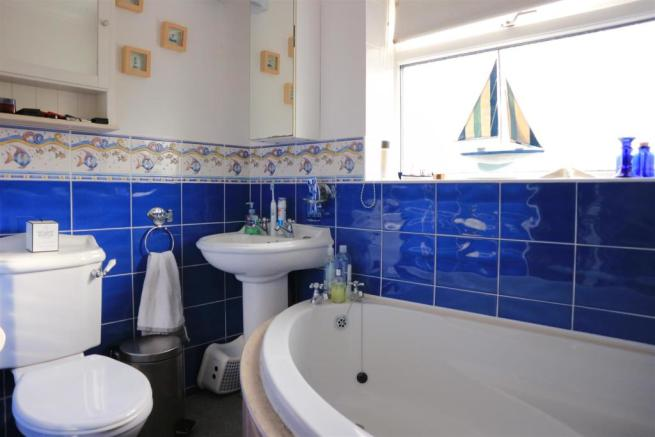 Fitted white Bathroom