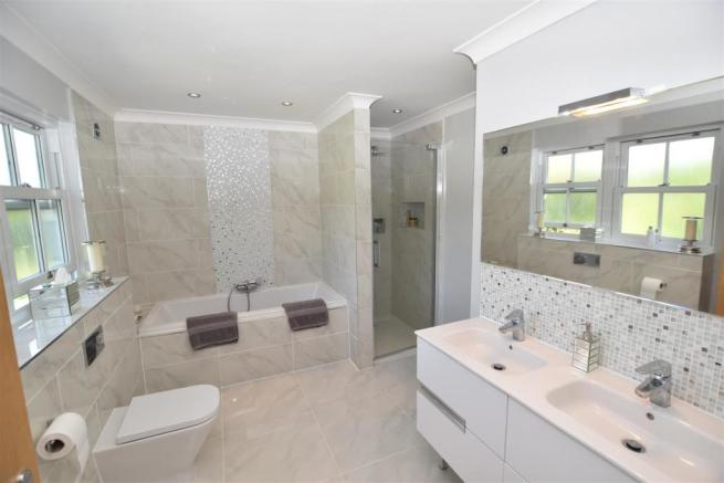 LUXURY BATHROOM EN SUITE