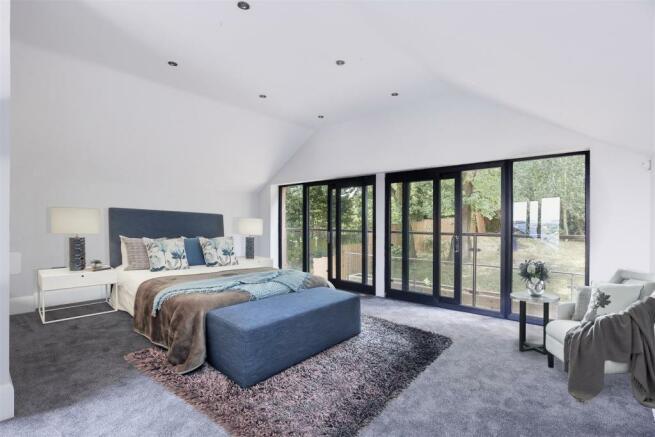 MASTER BEDROOM SUITE/LIVING AREA