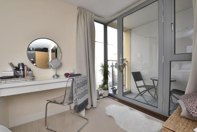 Master bedroom / Balcony