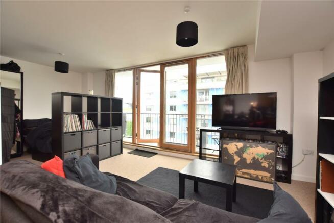 Living & bedroom area
