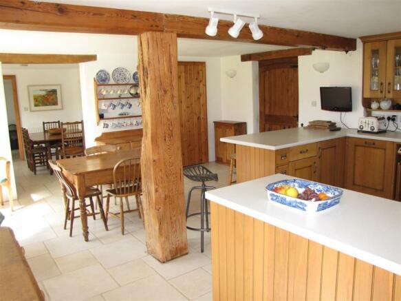 7207 Kitchen 1 (2).JPG