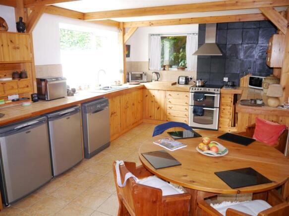 badgers kitchen 1.JPG