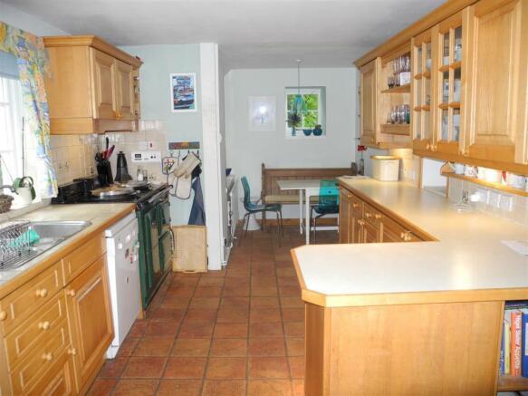 7280 Kitchen.JPG