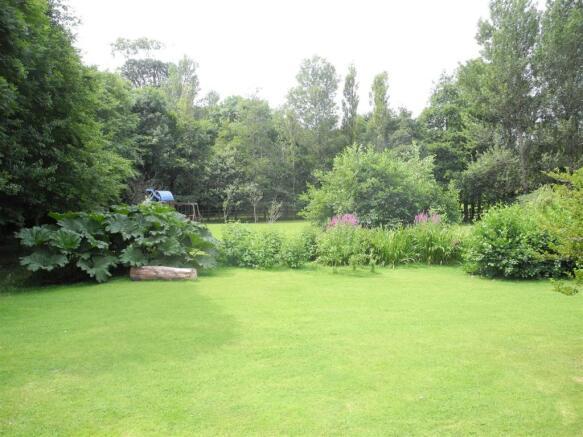 7280 garden.JPG