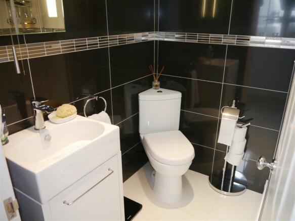 carriage shower room 2.JPG