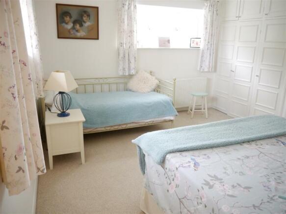 carriage bedroom 2 2nd.JPG