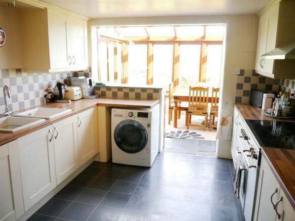 lower kitchen 2.JPG