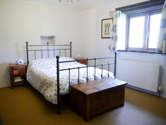 lower master bedroom.JPG