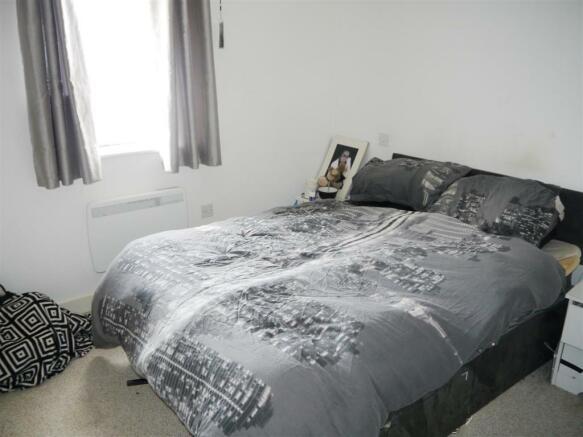 whym bedroom 1.JPG