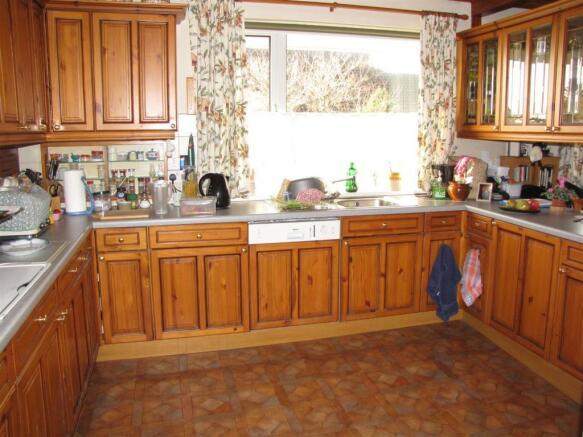 7331 Kitchen.JPG