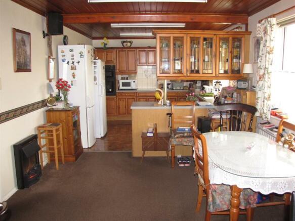 7331 Kitchen Diner.JPG