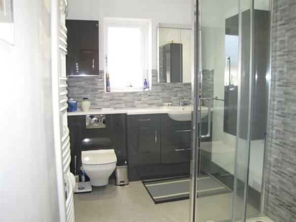 7440 Shower room.JPG