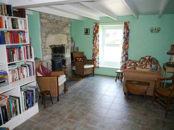 grove living room 2.JPG
