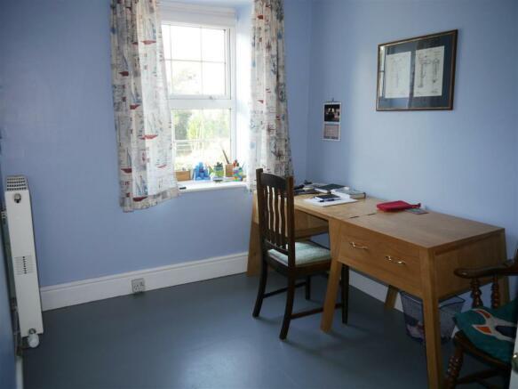grove bedroom 2.JPG