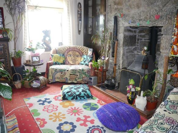 kes living room 1.JPG