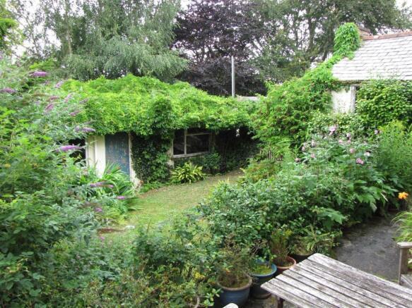 7765 Garden.JPG