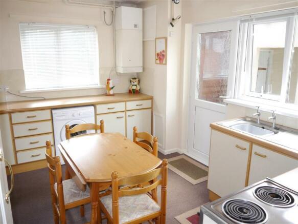 tren kitchen.JPG