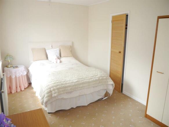tren bedroom 1.JPG