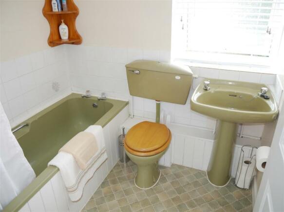 tren bathroom.JPG