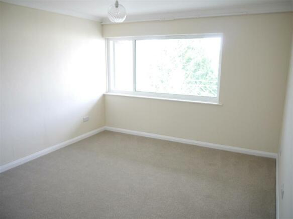 elm bedroom 1.JPG