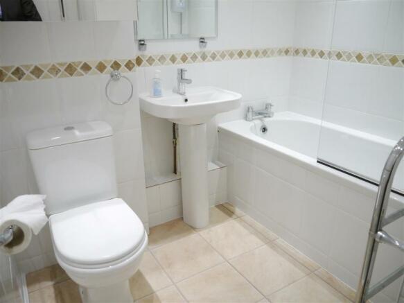 elm bathroom 1.JPG