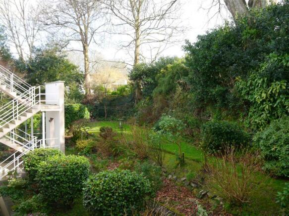 elm gardens 2.JPG