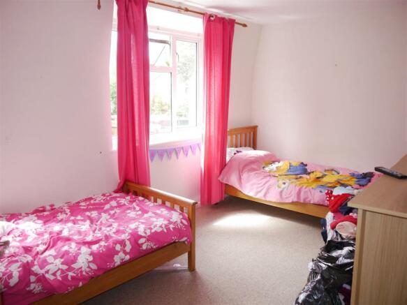 trel bedroom 2.JPG