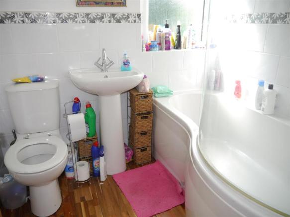 trel bathroom.JPG