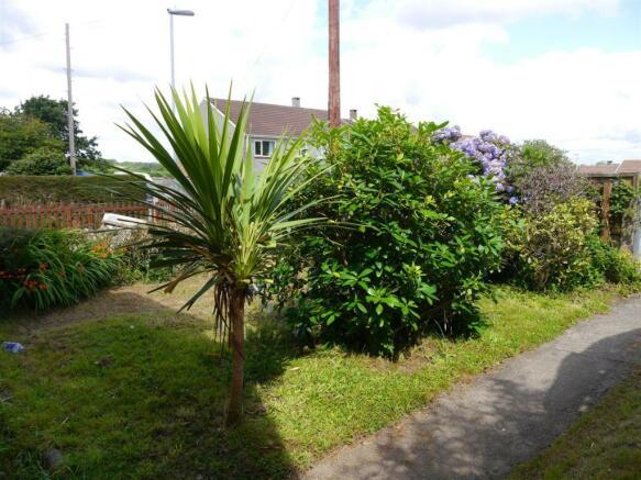 trel front garden.JPG