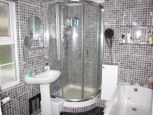 7339 Bathroom.JPG