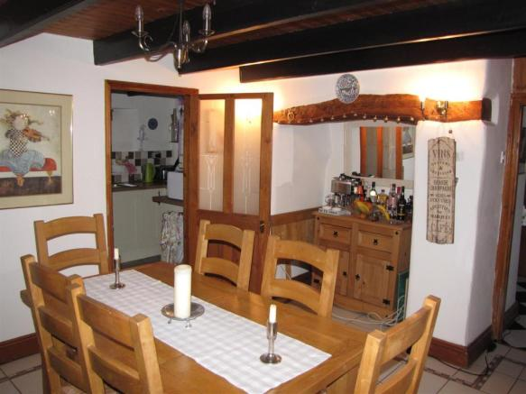 7339 Dining Room.JPG