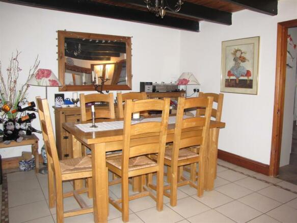 7339 Dining Room 2.JPG