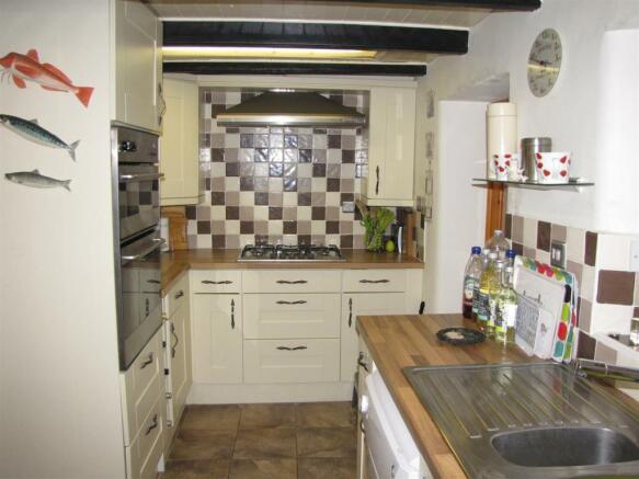 7339 Kitchen 2.JPG