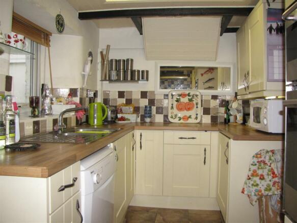 7339 Kitchen 1.JPG