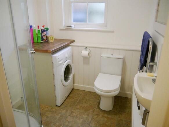 rill shower room.JPG
