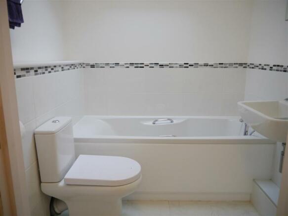 rill bathroom.JPG