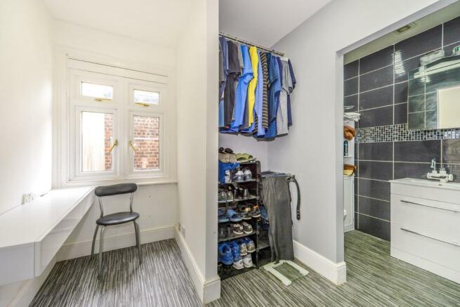 wardrobe and shower