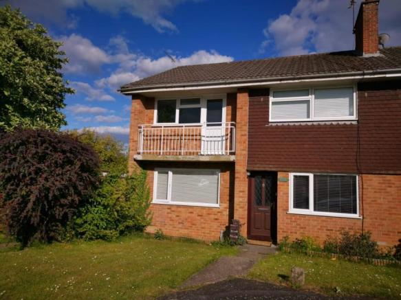 2 Bedroom Flat For Sale In Britten Road Basingstoke