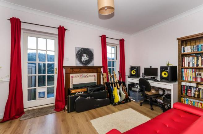 Bedroom Two / Lounge