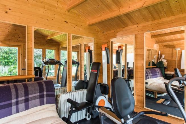 Summer House/Gym Roo